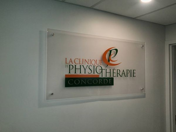 Office Signs - La Clinique de Physio-Therapie